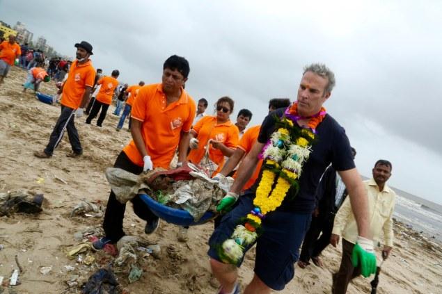 The award-winning community beach clean up in Mumbai.